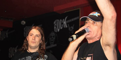 Vicente Mariskal Romero prensentó el acto. Junto a el Oskar de Iria, el DJ residente. Foto:  Gema L. Albendea